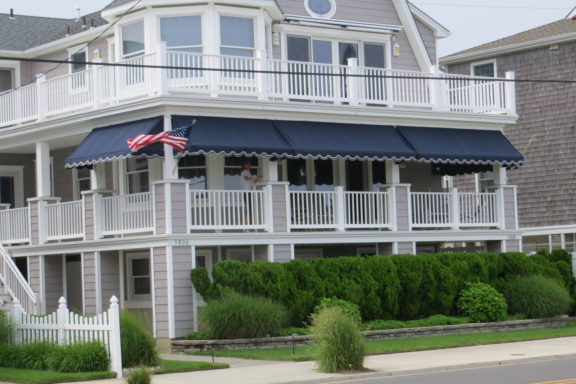 Porch awnings with an appliqued scalloped edge kreider 39 s for Front porch awnings