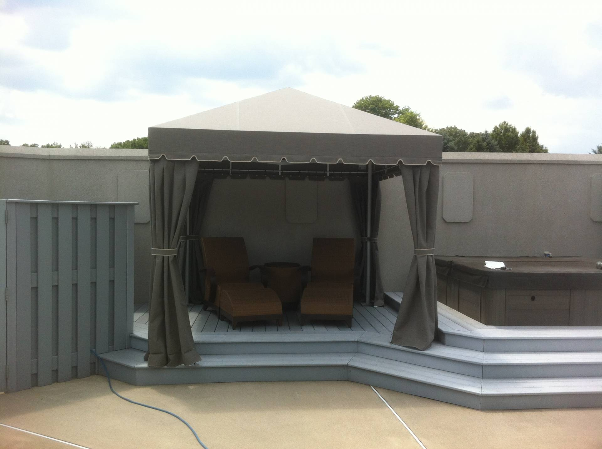 Freestanding Poolside Cabana With Corner Curtains
