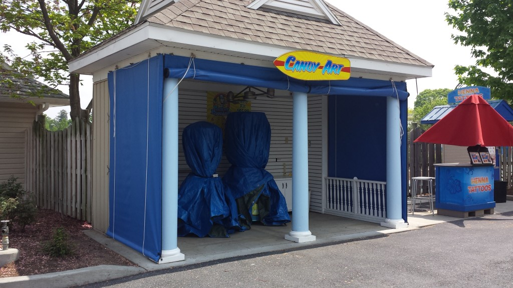 Hershey Park - vender stand enclosure (open)