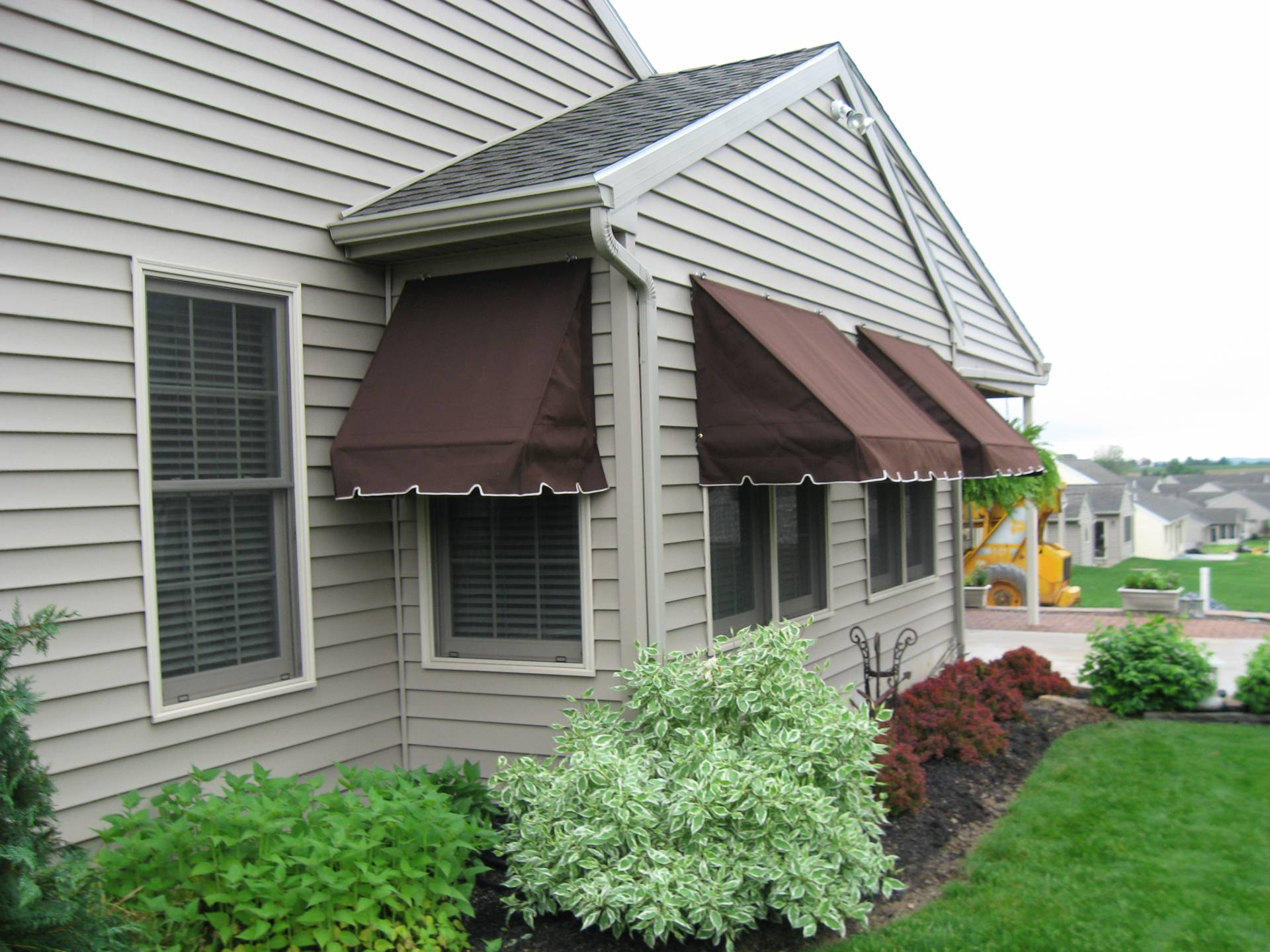 Retractable traditional window awnings | Kreider's Canvas ...