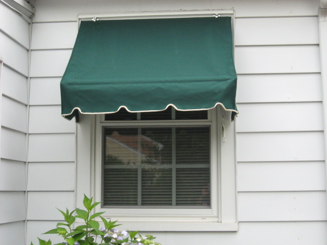 Retractable traditional window awning