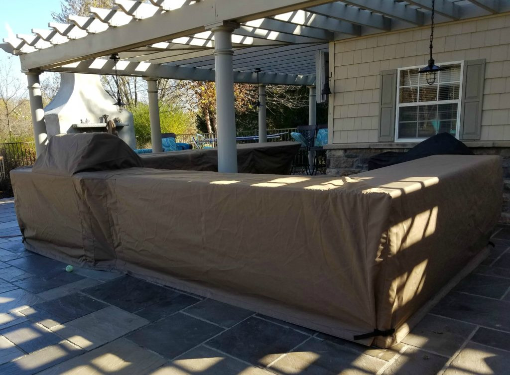 Outdoor Kitchen cover under pergola